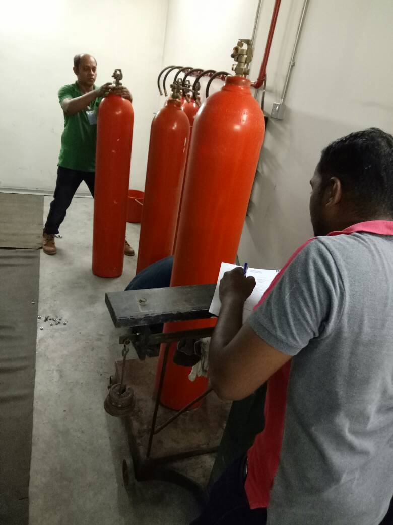 WEIGHING CO2 CYLINDER INTEGRA