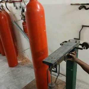 WEIGHING-CO2-CYLINDERS